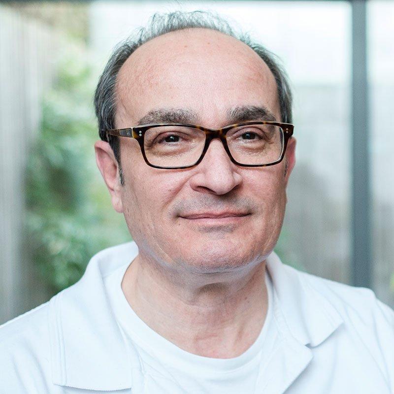 Portrait Dr. med. univ. Nderim Juniku   Brustzentrum Passau RADIO-LOG